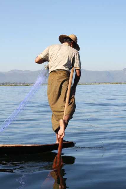 2011-11-12 Inle Lake In Phaw Kone Alodaw Phaung Daw Oo 006 res